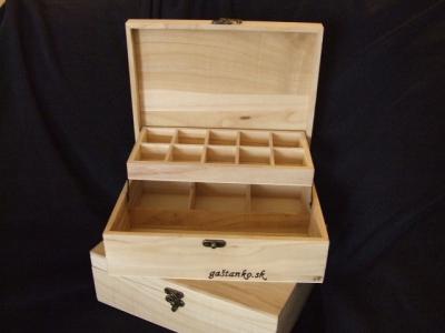 Krabička s vyklápacími priečinkami