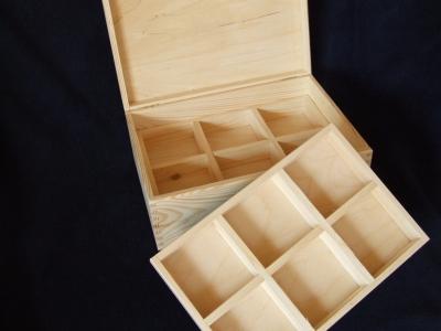Kufrík s vyberateľnými priečinkami a zrkadlom 2-poschodový