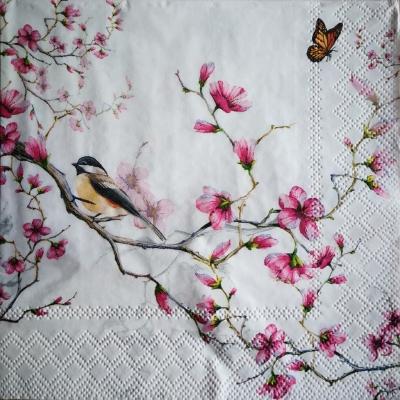Vtáčik na kvitnúcom strome