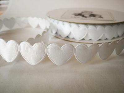 Saténové srdiečka v girlande biele 17mm