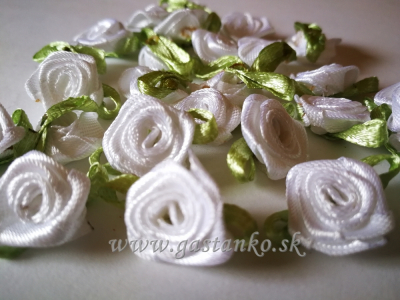 Saténové ružičky 25ks biele