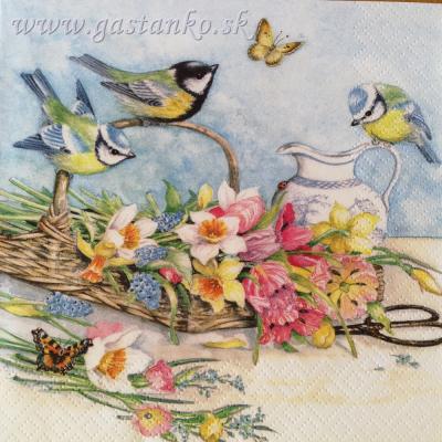 Sýkorky na košíku s kvetmi