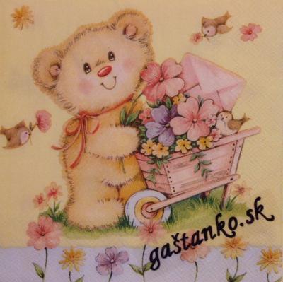 Macko s fúrikom kvetov